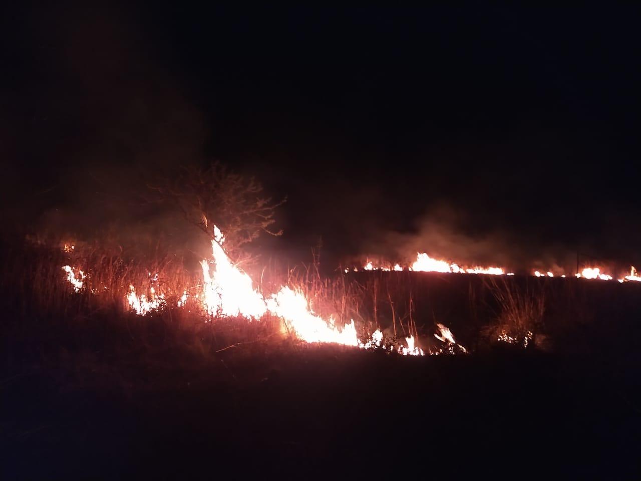 incendio 1° de mayo - Se quemaron pastizales en barrio 1° de Mayo