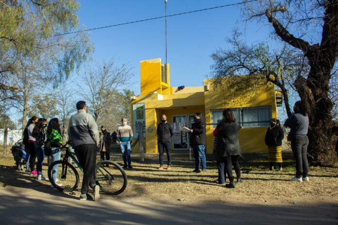ANISACATE COLECTIVO NUEVO REUNION ZALAZAR - Anisacate compró su segundo colectivo para llevar estudiantes a la escuela
