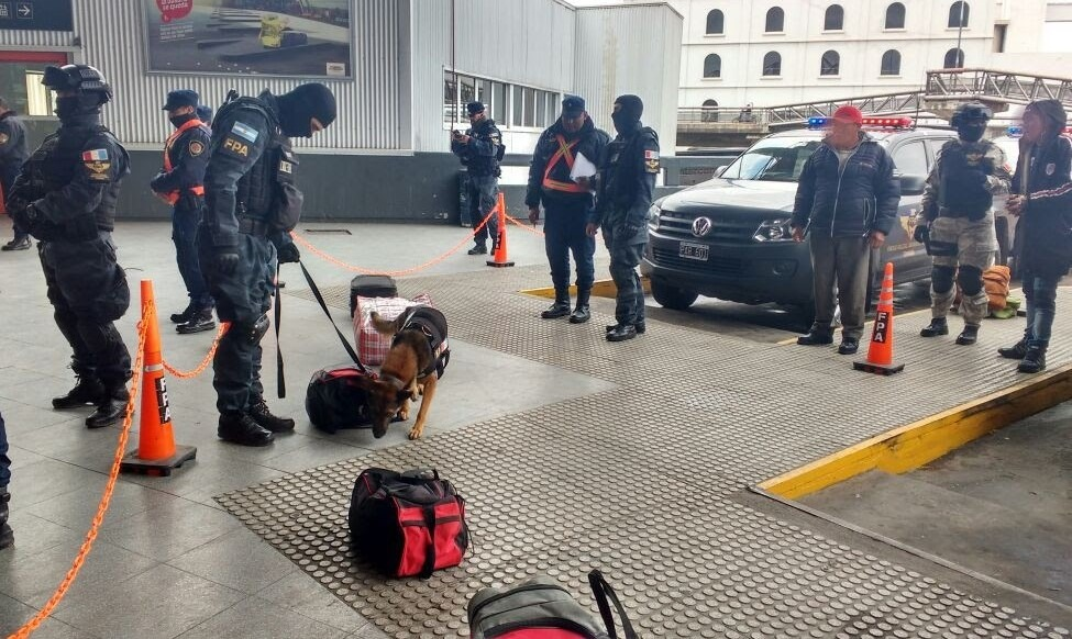 FPA CONTROLES TERMINAL CBA - Controles antinarcóticos en la Terminal de Córdoba