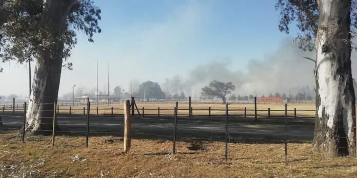 Incendio en Alta Gracia - Trabajan en un incendio en el camino de Los Lecheros