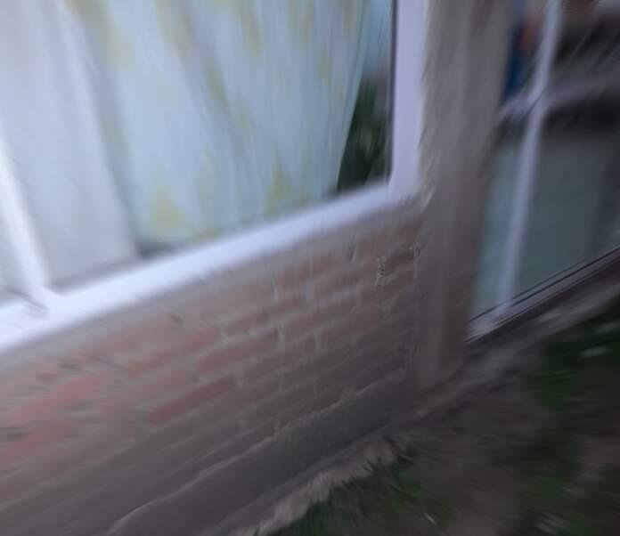dano vidrio roto 2 - Dos hombres detenidos por romper el vidrio de una casa