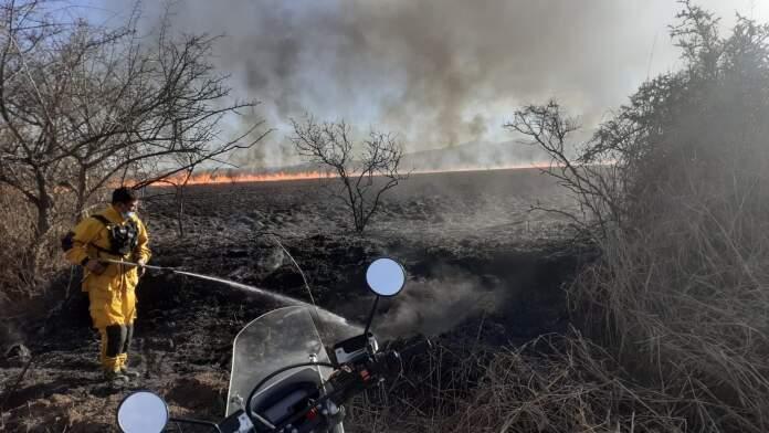 incendio - Incendio en La Perla: un ciclista denunció que vio cómo iniciaron las llamas