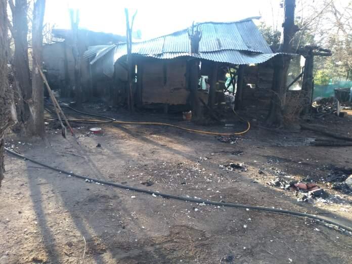 incendio los chanaritos - El fuego consumió una vivienda en su totalidad