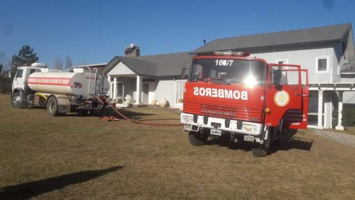 incendio potrero de garay - Seis personas fueron rescatadas de un incendio