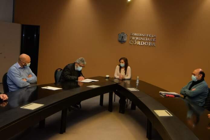 CBA SINDICATO DE EMPLEADOS PUBLICOS FIRMA - La Provincia acordó un incremento salarial con los gremios estatales