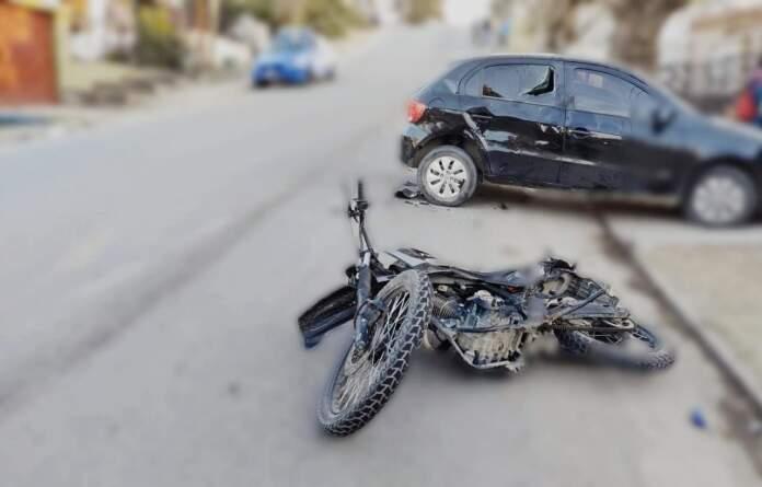 accidente calle liniers - Fuerte impacto entre vehículos en calle Liniers
