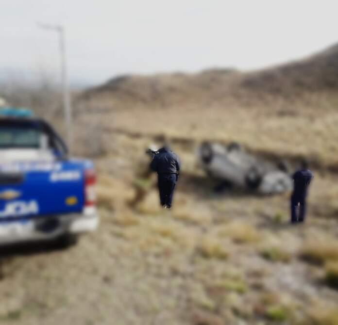 accidente villas ciudad de america - Volcó con su auto y no sufrió ninguna lesión