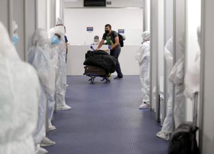 aeropuerto control viajeros LNM - Fueron detectados otros dos casos de la variante Delta en la provincia