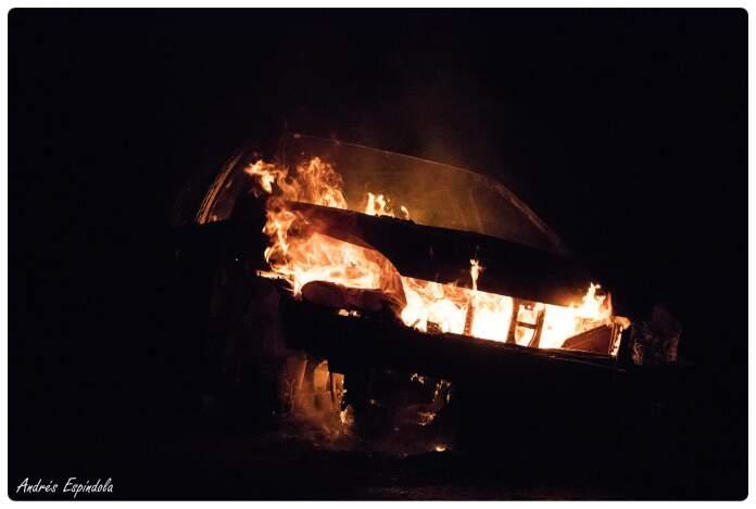 auto incendiado los aromos 2 - Estacionó su auto y apareció incendiado a 200 metros