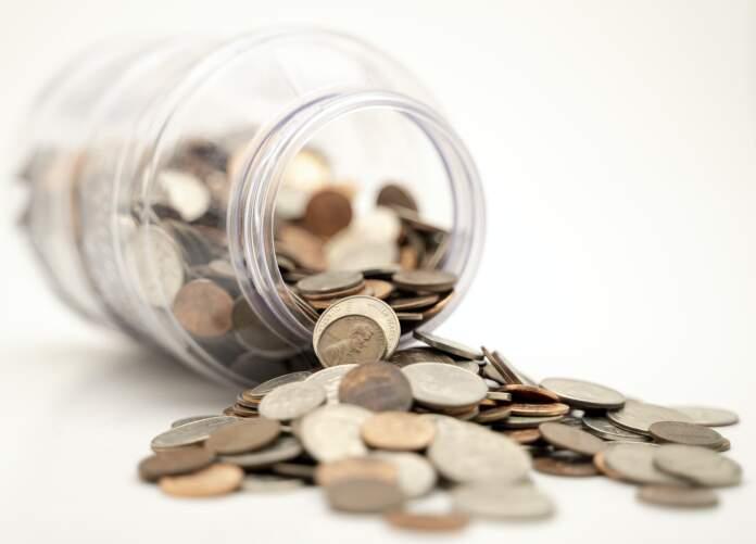 frasco monedas - Consejos útiles para salir del veraz y mejorar el perfil crediticio