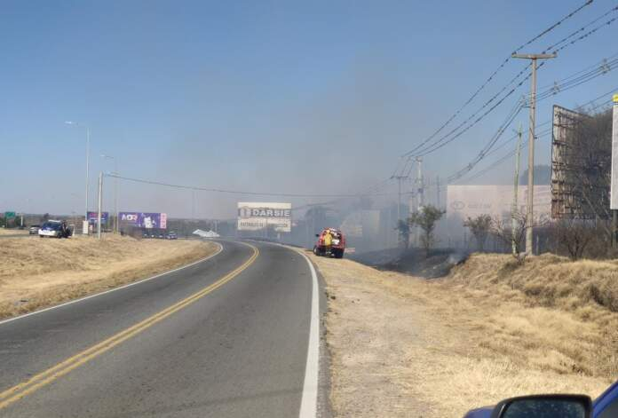 incendio colectora sur - Se incendió el costado de la Colectora Sur