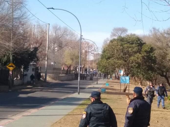 policia cordoba violencia - Detuvieron a tres vecinos del presunto ladrón muerto