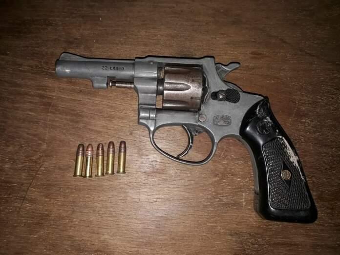 revolver 22 largo mendovoz - Incautaron un arma y elementos relacionados a un robo