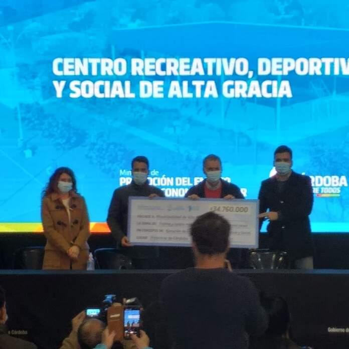 schiaretti entrega inversion parque virrey - Alta Gracia contará con un nuevo centro deportivo