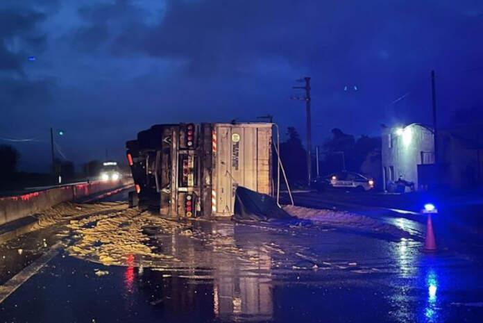 accidente fatal cba - Murió aplastado al volcar con su camión en Juárez Celman