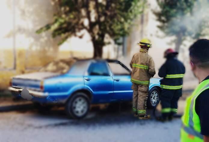 capot incendio malagueno - Se le incendió el auto mientras conducía en Malagueño