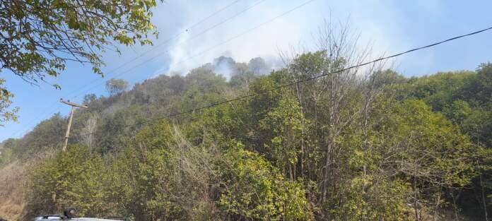incendio la serranita - Bomberos controlaron focos en Los Aromos y la Rancherita